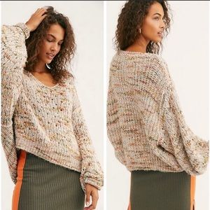 🧶NWT🤩 •FREE PEOPLE•  Cozy-Chic V-Neck Swearer🧶